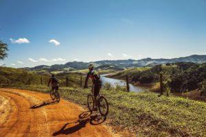 Macht Spaß und ist anstrengend - die Gegend mit dem Rad erkunden.
